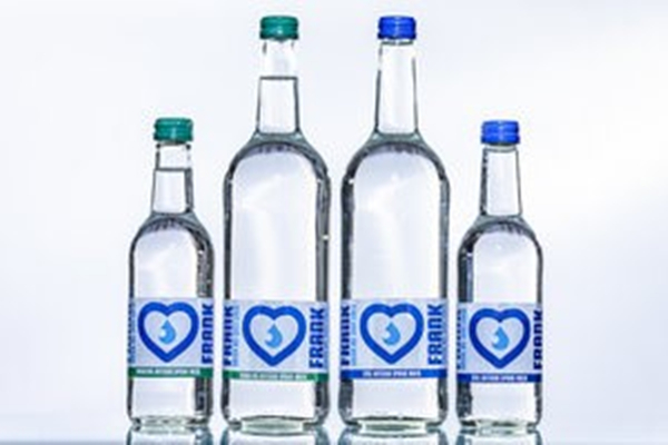 玻璃瓶饮用水包装_副本
